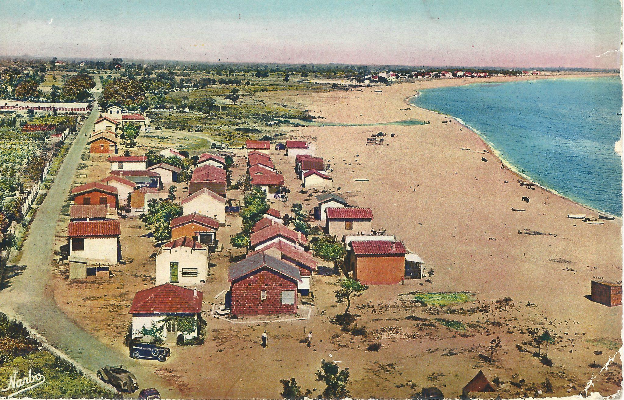au 1er plan le racou et sa plage - 1900-2000: Un siècle d'histoire à travers les cartes postales