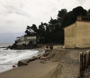 img 0844 e1527262018742 300x258 - L'érosion du littoral au Racou