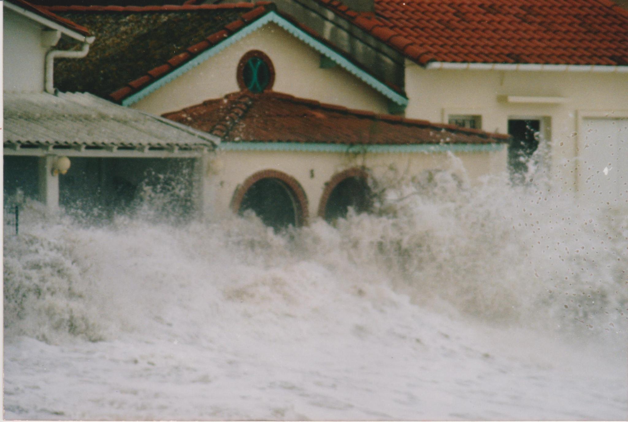 tempete 24 - L'érosion du littoral au Racou